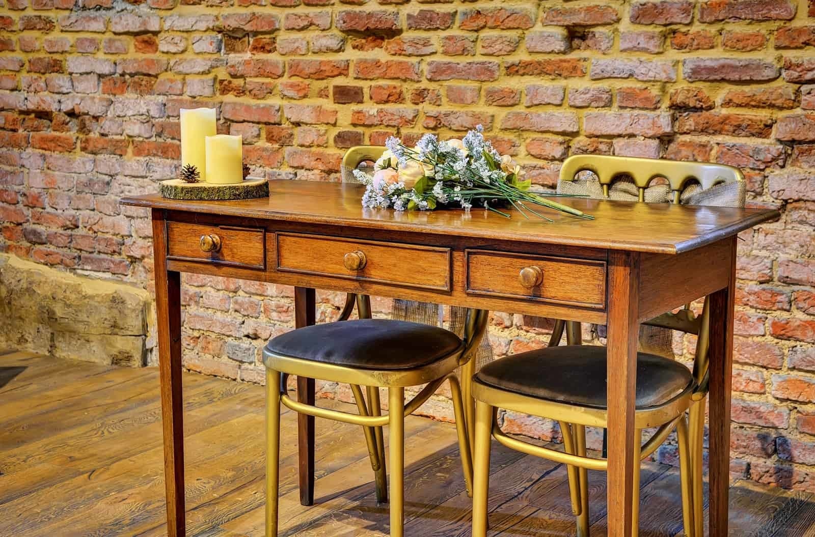 Copdock Hall Desk with flowers