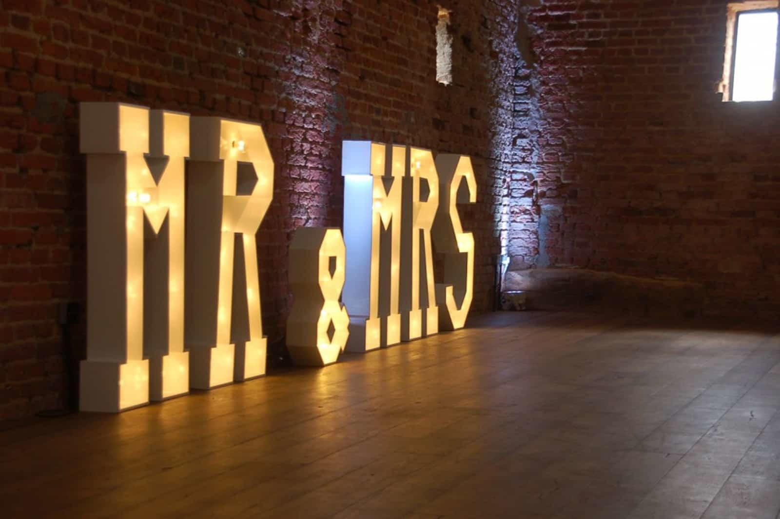 Mr & Mrs in lights