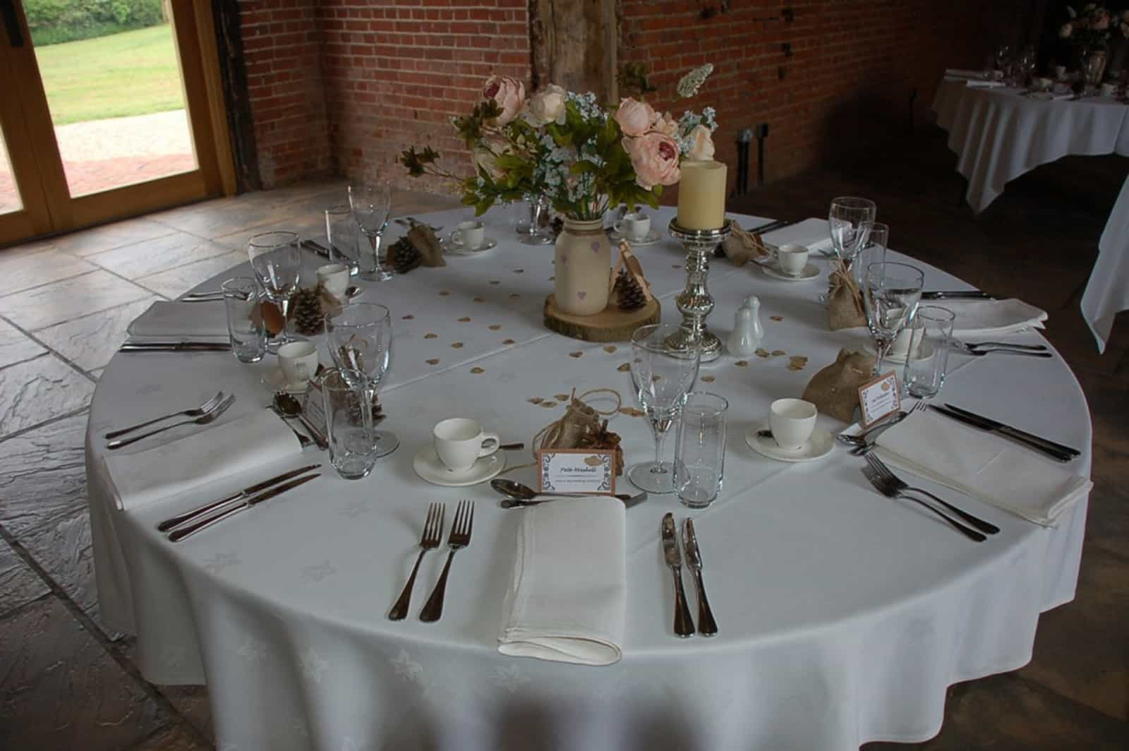 White and Gold Table decoration